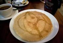 Pancakes mit Ahornsirup