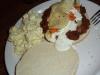 leckere Stärkung: leckeres Fleich mit frischem Gemüse, Kartoffelsalat, Kartoffelchips...