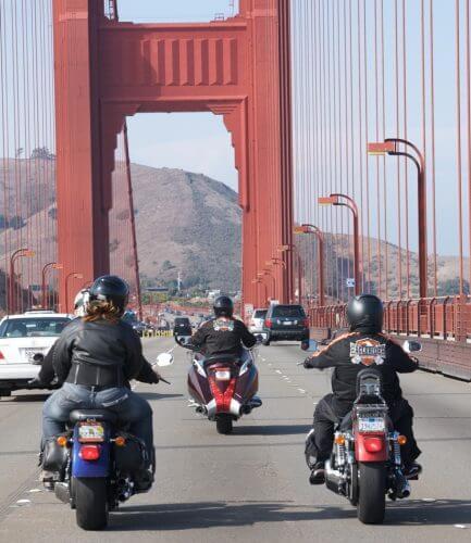 in San Francisco mit dem Motorrad über die Golden Gate Bridge fahren