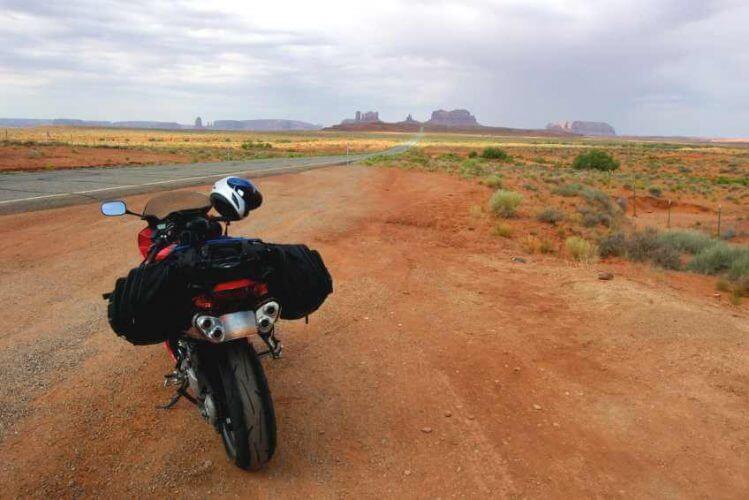 mit dem Motorrad ins Monument Valley