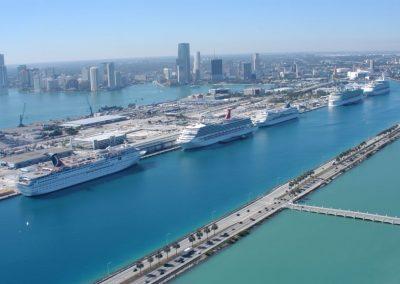 Kreuzfahrtschiffe im Hafen von Miami