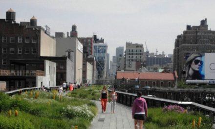 der außergewöhnliche High Line Park über den Straßen von New York