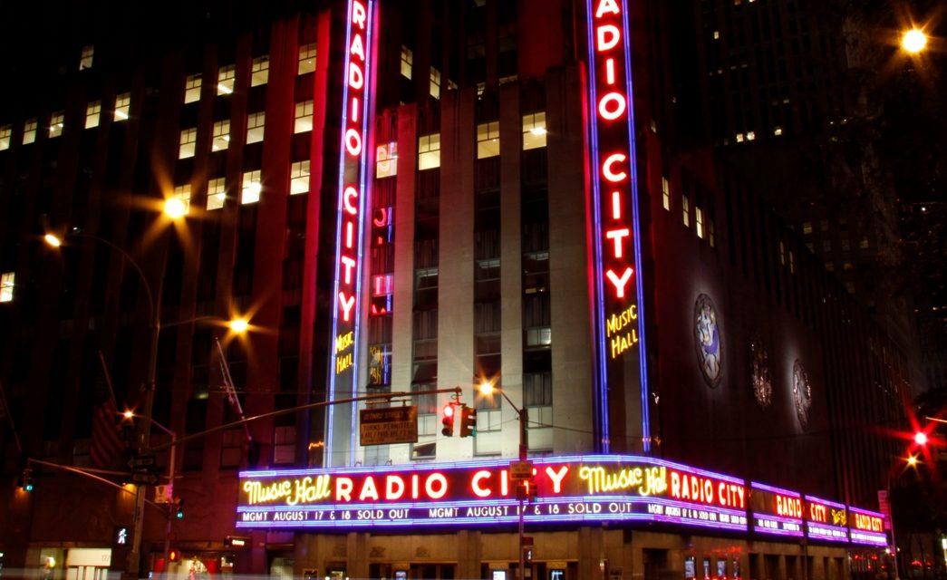 die legendäre Radio City Music Hall in Midtown Manhattan ...