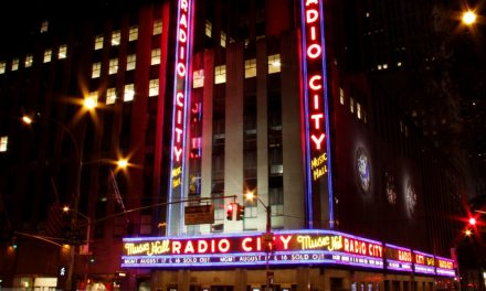 die legendäre Radio City Music Hall in Midtown Manhattan