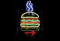 Lichtreklame hält was sie verspricht - die besten Hamburger in New York bei Burger Joint