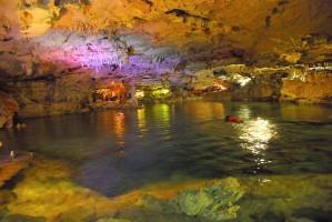 als Cenoten bezeichnete Untergrundhöhlen