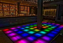 Honeycut Bar mit Tanzfläche