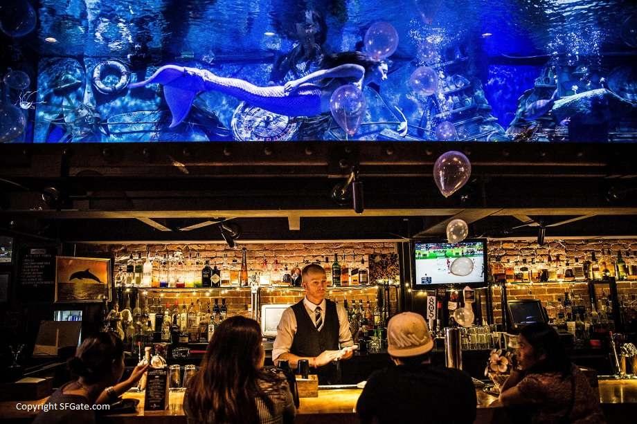 Rendezvous mit Meerjungfrauen – Dive Bar in Sacramento