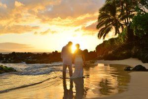 Hochzeit auf Hawaii bei Sonnenuntergang