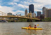 Kayak fahren auf dem Allegheny River
