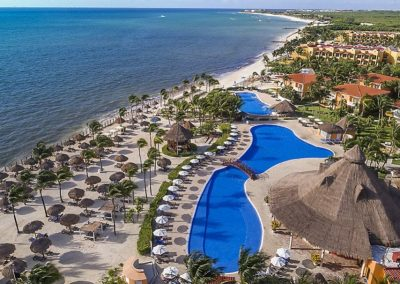 Pool des Ocean Maya Royale und Strand