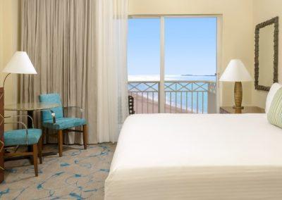 Zimmer mit King-size Bett im Beach Tower