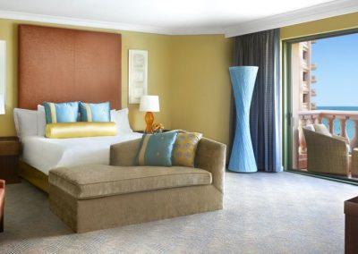 das Schlafzimmer der Regal Suite im Royal Tower