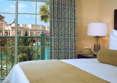 Schlafzimmer einer One Bedroom Villa im Harborside Resort