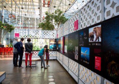 Lobby mit Ausstellung