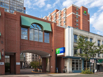 Holiday Inn Express Toronto Downtown 1