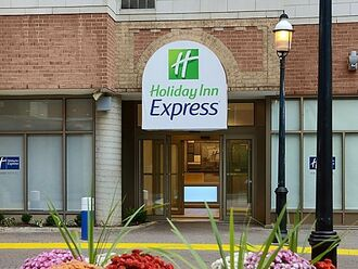 holiday-inn-express-toronto-eingang